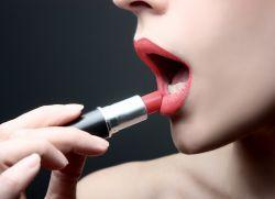 як зробити помаду матовою на губах