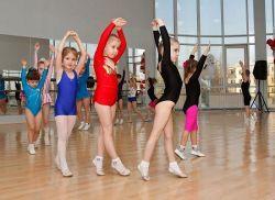 Заняття художньою гімнастикою для дітей