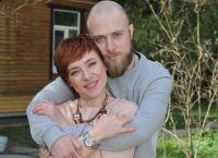 Тутта Ларсен вагітна з чоловіком